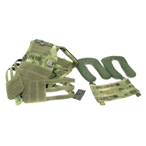 Плитоносец Plate Carrier облегченный имеет съемные климатические панели и переднюю вставку с Молле