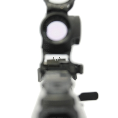 Присутствует возможность стрельбы по механическим прицельным приспособлениям
