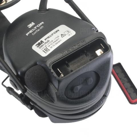 Гнездо для батарейки и кнопка настройки на левом наушнике