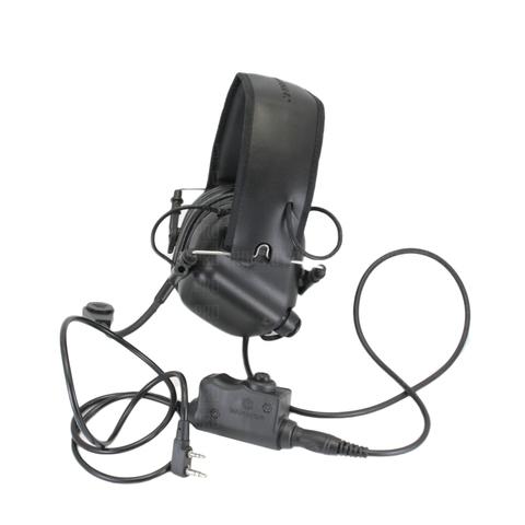 Гарнитура, подключенная к наушникам Earmor M32